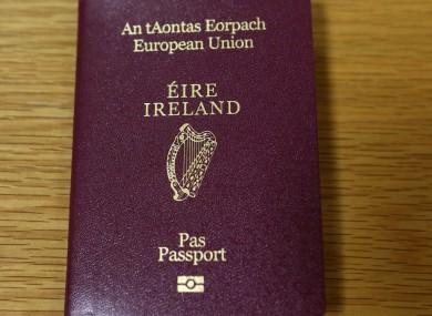 3092013-newly-designed-irish-passports-7-390x285.jpg